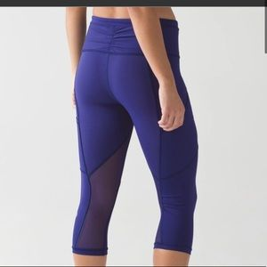 Lululemon outrun crops in size 4